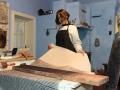 Drukowanie płócien lnianych za pomocą drewnianych matryc.